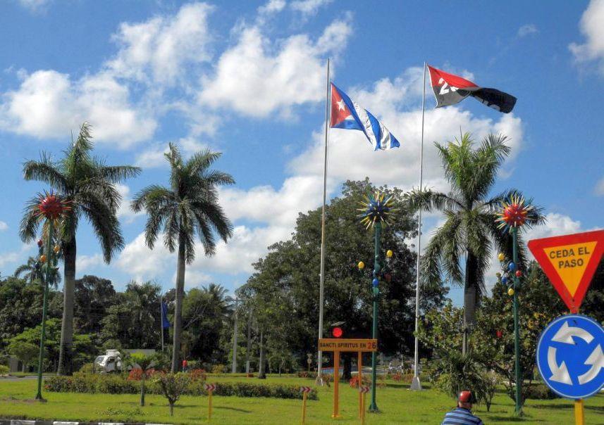 Los visitantes que entran a la cabecera provincia por la rotonda disfrutan de una imagen renovada. (Foto: Reidel Gallo/ Escambray)
