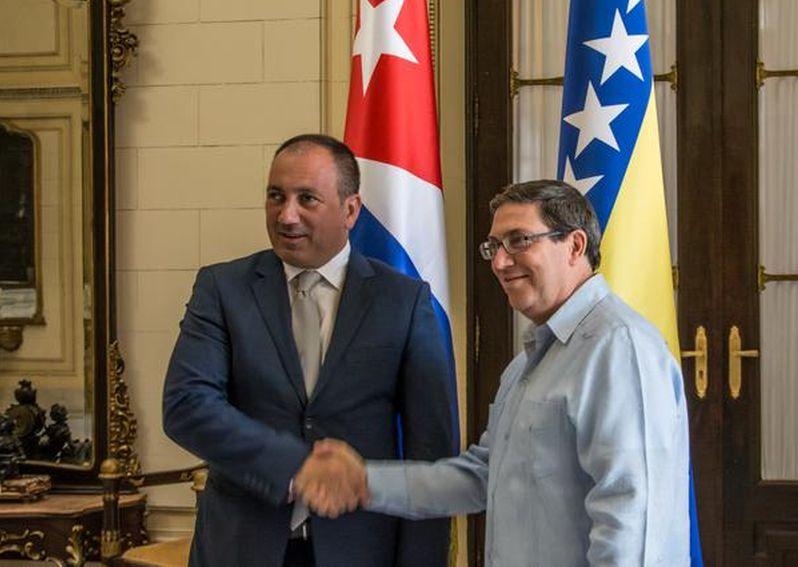 El Canciller cubano Bruno Rodríguez Parrilla y su homólogo bosnio, Igor Crnadak. (Foto: ACN)