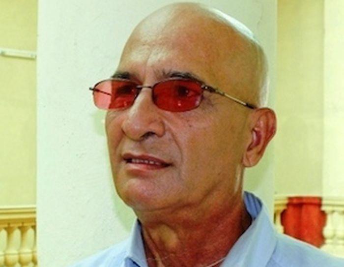Fernando González Castro es actor, escritor y director de programas en la emisora CMHW, de Villa Clara.