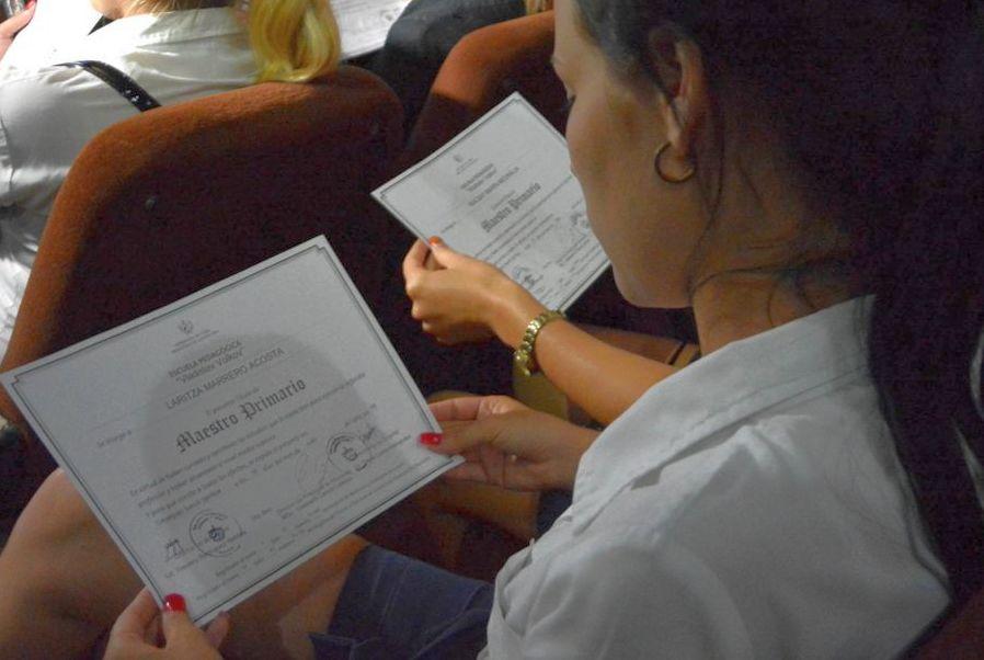 Las Escuelas Pedagógicas aportaron 180 nuevos egresados de nivel medio. (Foto: Oscar Alfonso/ACN)