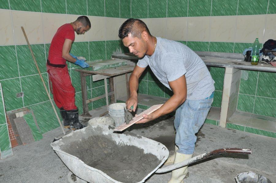 Las acciones constructivas favorecen la calidad de los servicios. (Foto: Vicente Brito / Escambray)