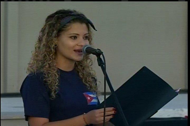 Ana Beatriz Rodríguez habla en nombre de los estudiantes universitarios espirituanos.