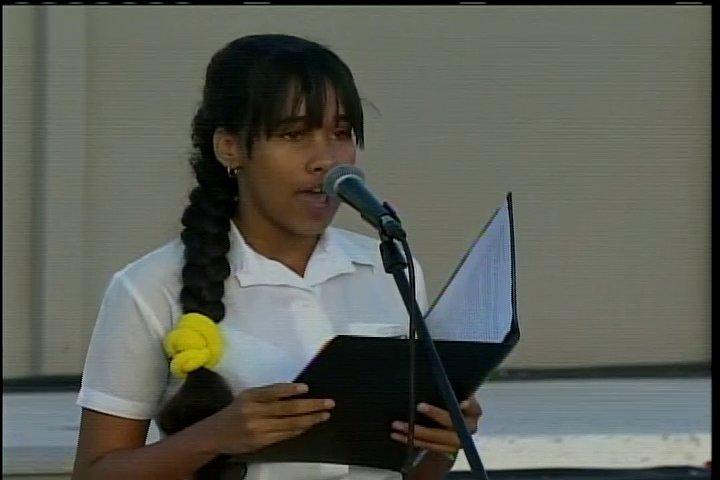 Didianys Álvarez habla en nombre de los pioneros espirituanos.