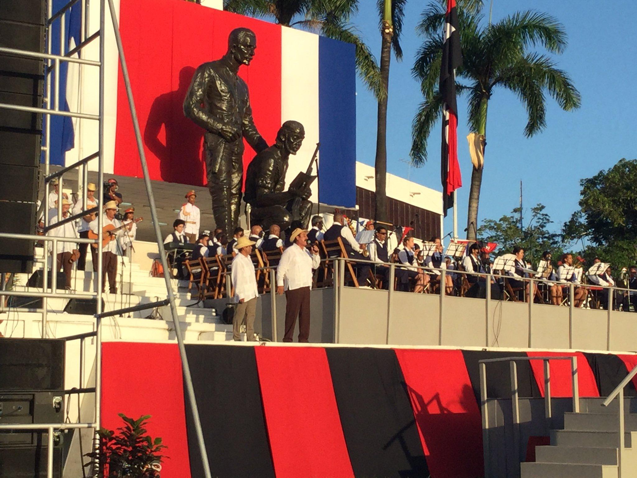 Los poetas emocionan al auditorio. (Foto: Marlys Rodríguez/ Escambray)