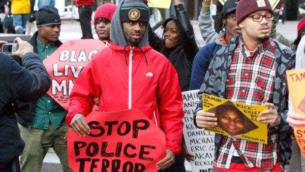 Las voces de protestas no cesan en contra de la brutalidad policial en Estados Unidos. (Foto: EFE)