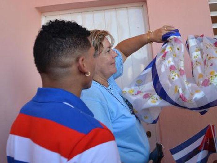 Veitía recibe una nueva vivienda, declarada en el instante como Olímpica. (Foto: Oscar Alfonso/ ACN)