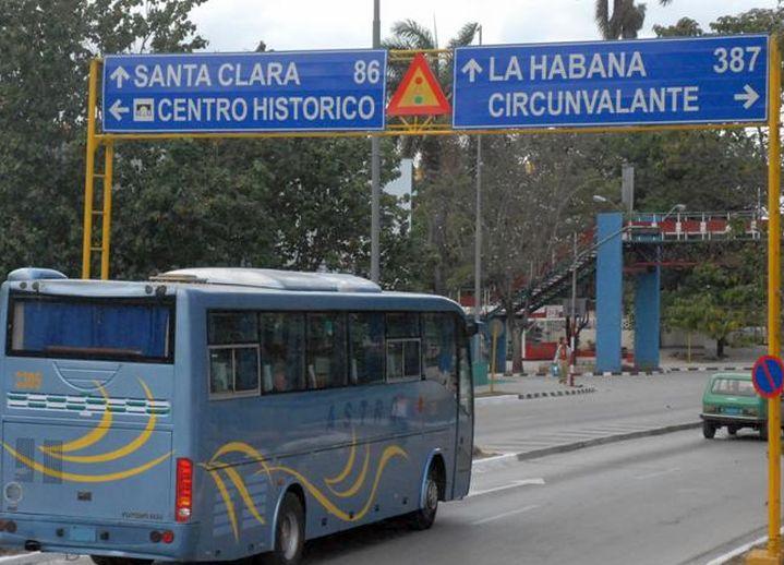 sancti spiritus en 26, omnibus nacionales, yutong, transporte