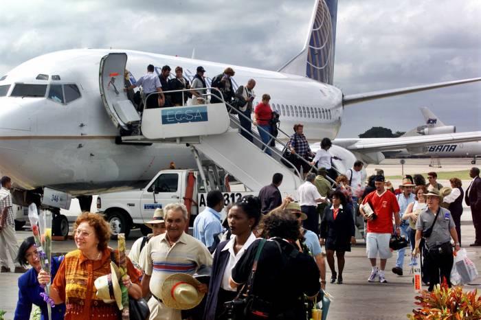 """""""Cuanto más personas sean capaces de conseguir esos vuelos y ver los cambios en Cuba, la prohibición se verá anticuada"""", declaró Jodi Bond, funcionario de la Cámara de Comercio de EE.UU."""
