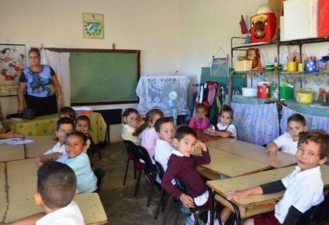 Las escuelas espirituanas esperan recibir en septiembre a 72 mil 666 alumnos.