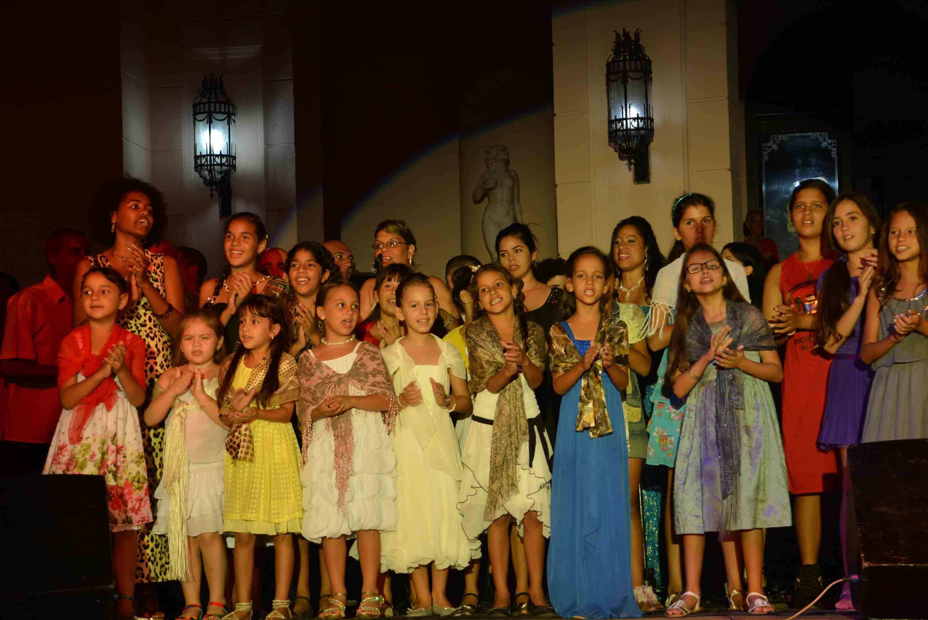 Cuba entera ha venido celebrando los 90 años del líder de la Revolución. (Fotos Oscar Alfonso)