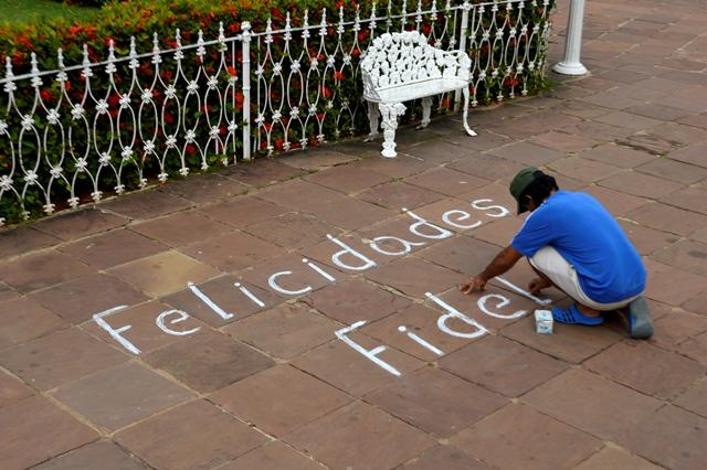 La espontaneidad estuvo presente en Trinidad para homenajear a Fidel. (Fotos: Carlos Luis Sotolongo / Escambray)
