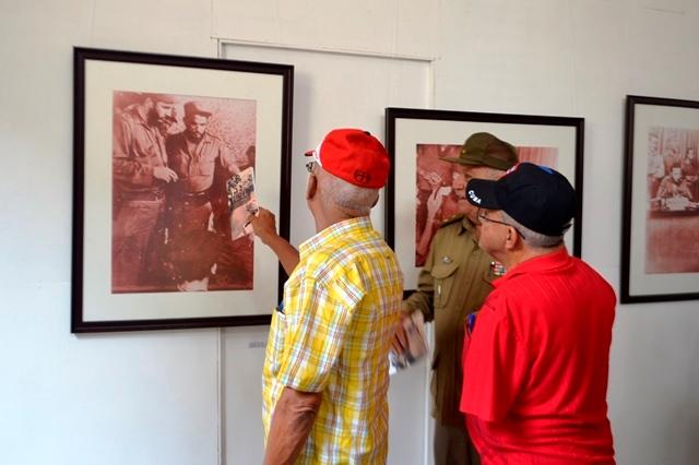 La muestra recoge instantáneas de Fidel en el cuartel, el teatro y otros lugares de Trinidad durante la operación.