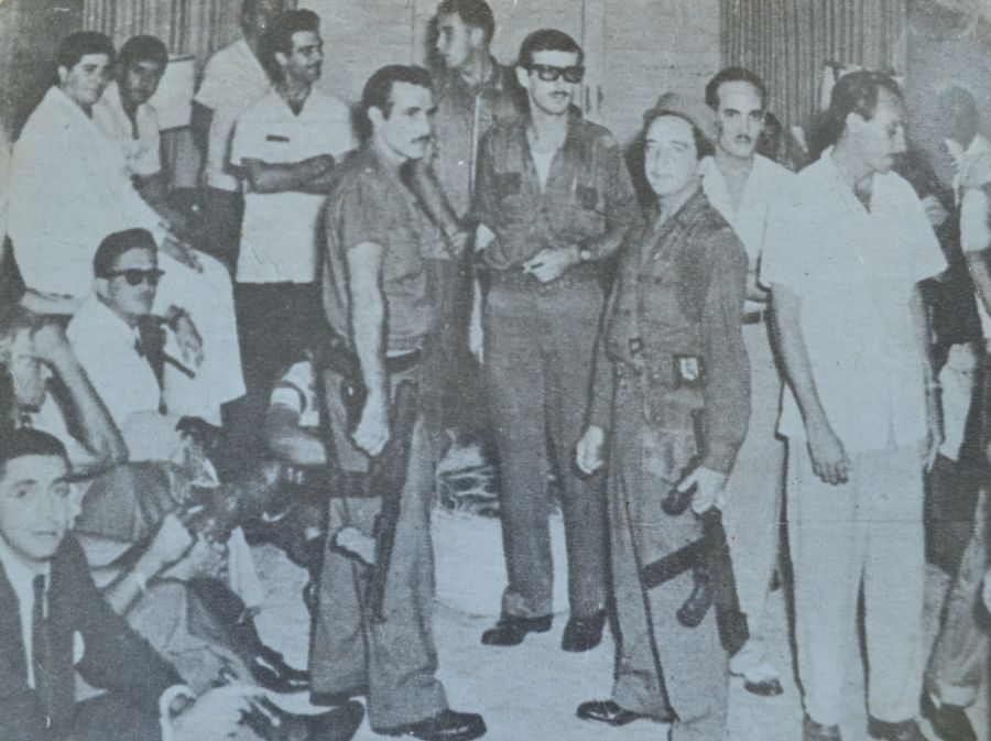 Durante la operación, delante a la derecha y portando una Thompson, aparece Salas, entonces con apenas 16 años.