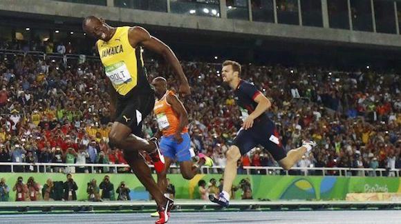 Usain Bolt ganó oro en 200m y este viernes va por los 4x100m en Río 2016. (Foto: AFP)