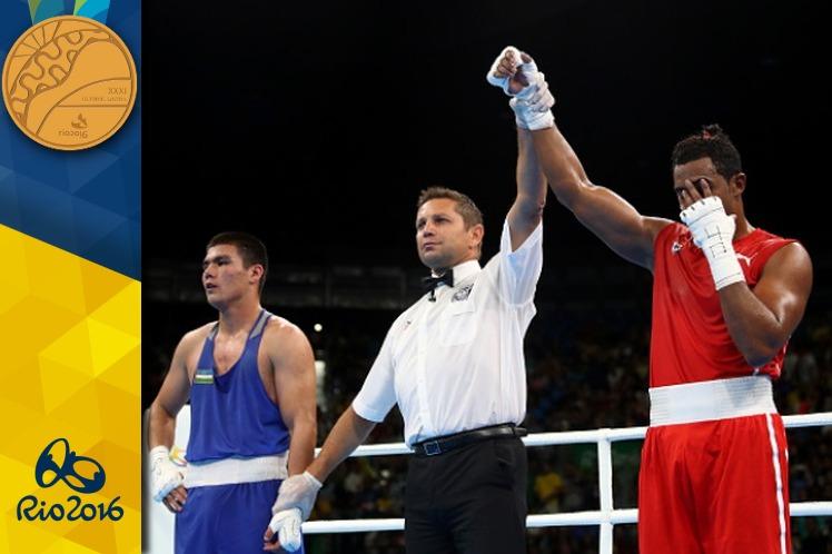 Arlen derrotó al uzbeko Bektemir Melikuziev por votación unánime. (Foto: PL)