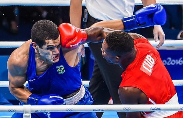 Julio César La Cruz venció al brasileño Michel Borges, y aseguró medalla de bronce. (Foto: ACN)