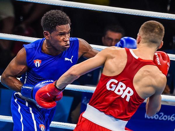 El boxeador cubano Yasnier Toledo venció al inglés Pat McCormack y avanzó a la discusión de medallas. (Foto: ACN)