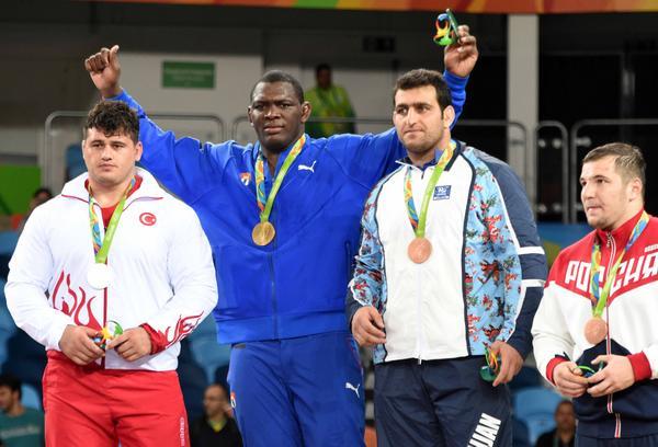 El cubano Mijaín López (azul), división 130 kg., ganó su tercer título olímpico. (Foto: ACN)