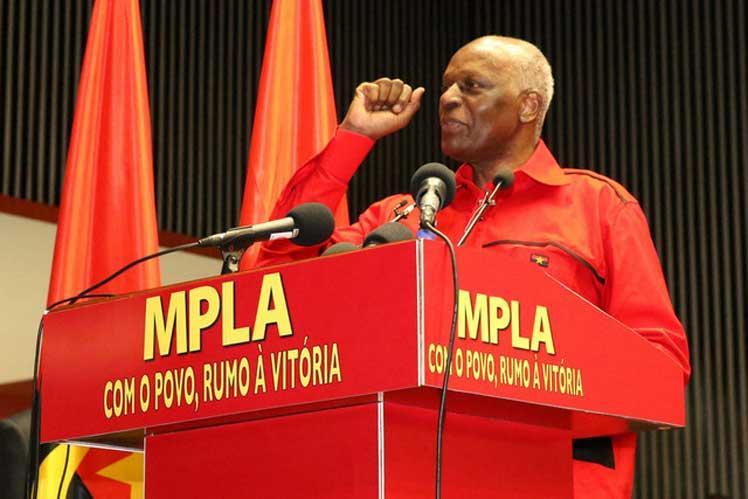 Con su reelección como líder del MPLA, Dos Santos será el pretendiente de su fuerza política a las elecciones generales del 2017. (Foto: PL)