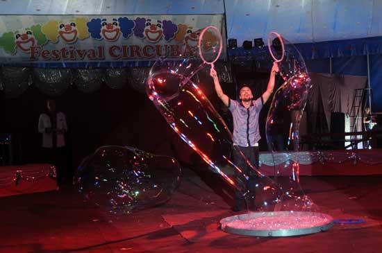Algunos de los números premiados en el más reciente Festival Internacional de Circo se presentan en Sancti Spíritus.