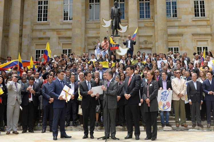 Santos entregó al Congreso el acuerdo de paz alcanzado con las FARC-EP. (Foto: PL)