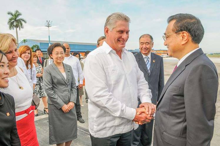 Miguel Díaz-Canel despidió al jefe del gobieno chino en el aeropuerto José Martí (Foto: PL)