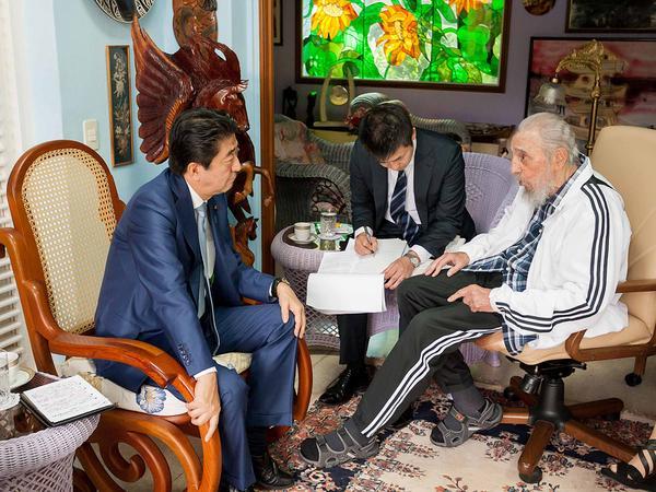 Shinzo Abe le expresó a Fidel su agrado por esta su primera visita a Cuba. (Foto: Alex Castro)