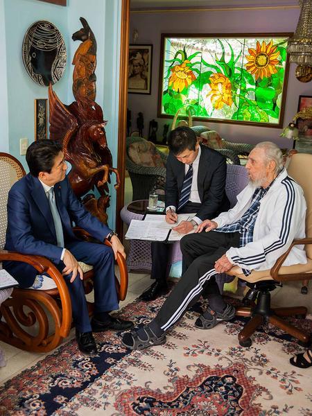 Abe recordó la visita de Fidel a Japón y su significación en el fortalecimiento de la amistad entre los pueblos nipón y cubano.  (Foto: Alex Castro)