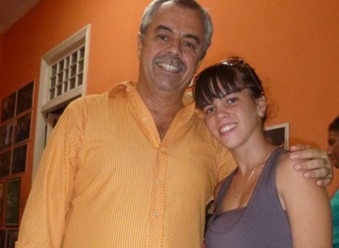 Sucel junto a Carlos Alberto Cremata Malberti (Tin), el principal timonel de La Colmenita.