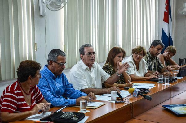 La conferencia de prensa estuvo encabezada por José Ramón Saborido, titular del MES. (Foto: ACN)