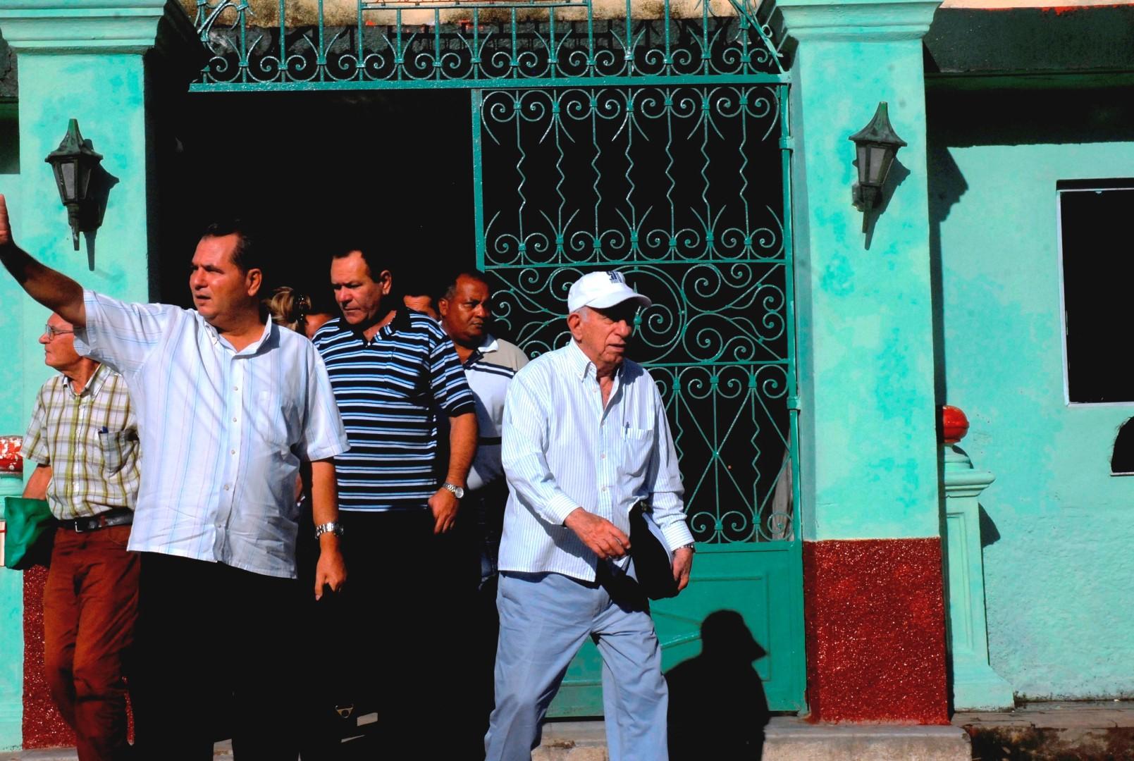 Machado Ventura visitó este domingo los centrales Melanio Hernández y Uruguay.