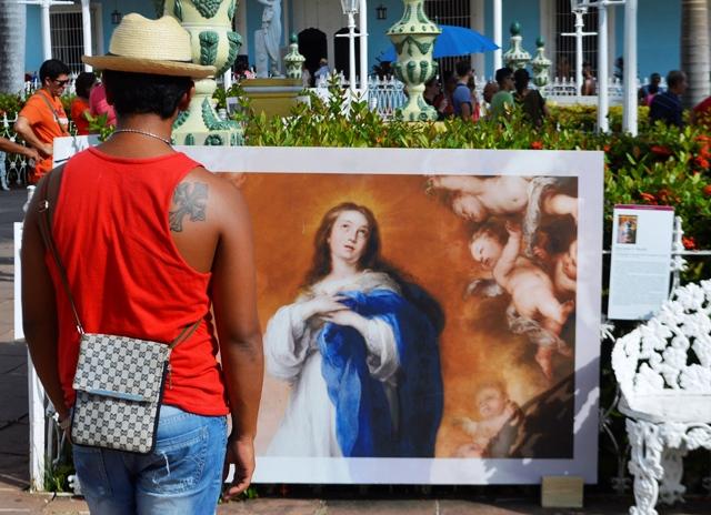 La exhibición permite una cercanía del público con piezas de la historia del arte universal. (Foto: Carlos Luis Sotolongo/ Escambray)