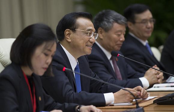 El Primer Ministro de China, Li Keqiang, sostiene conversaciones con el Presidente Raúl Castro en La Habana.