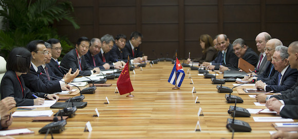 Las delegaciones encabezadas por Raúl y Li Keqiang, sostuvieron conversaciones en La Habana.