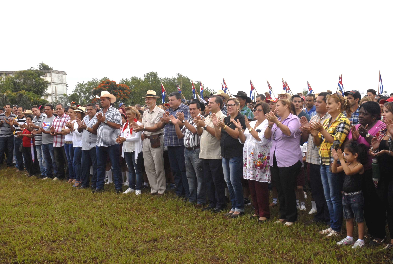El acto estuvo presidido por José Ramón Monteagudo Ruiz, Primer Secretario del Partido en la Provincia, Teresita Romero Rodríguez, presidenta de la Asamblea Provincial del poder Popular y Rafael Santiesteban Pozo, presidente nacional de la ANAP. (Foto: Elizabeth Borrego/ Escambray)
