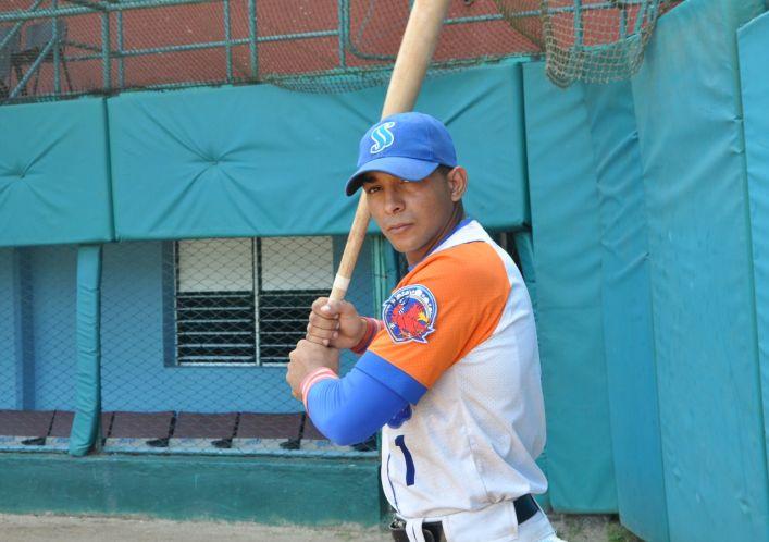 Daviel Gómez bateó para 332, fue segundo en hits (63), quinto en anotadas (36), y en triples.