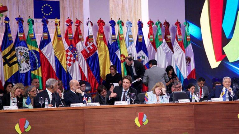 Los cancilleres trataron los desafíos y futuro de las dos regiones y exploraron formas de cooperación tendentes a mejorar las condiciones de vida de sus pueblos.
