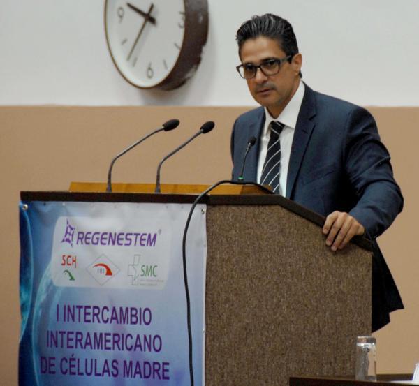 Ricardo J. de Cubas alabó el nivel profesional de los investigadores cubanos en la aplicación de la Medicina Regenerativa. (Foto: ACN)