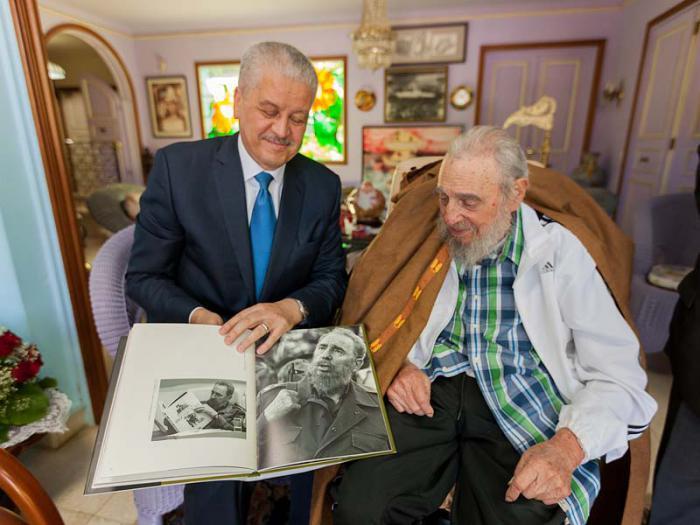 Fidel y Sellal sostuvieron un cordial encuentro. (Fotos: Alex Castro)