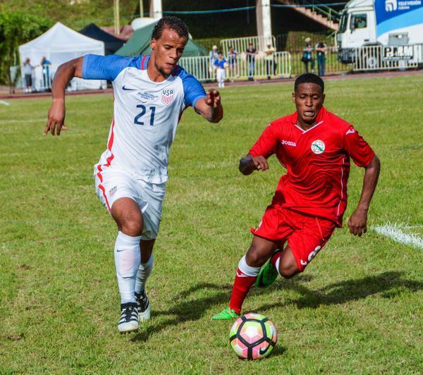 Juego amistoso de fútbol entre Estados Unidos (de blanco) y de Cuba (de rojo). (Foto: ACN)