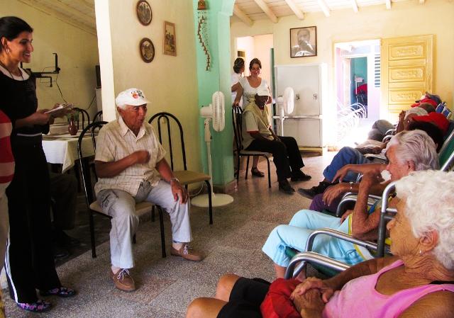 La reparación en 148 casas de abuelos y 56 hogares se incluye dentro de la estrategia de atención al adulto mayor.
