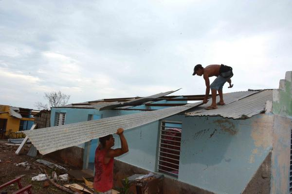 El huracán Matthew provocó afectaciones de consideración en el fondo habitacional. (Foto: ACN)