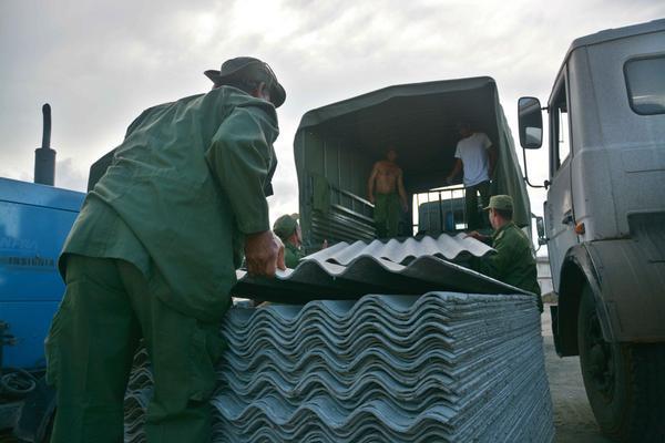 Arribo de los primeros medios y recursos para la recuperación de la ciudad de Baracoa. (Foto: ACN)