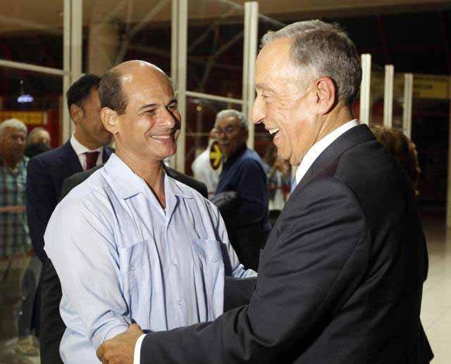 A su llegada por el Aeropuerto Internacional José Martí, el mandatario luso fue recibido por el vicecanciller cubano Rogelio Sierra.