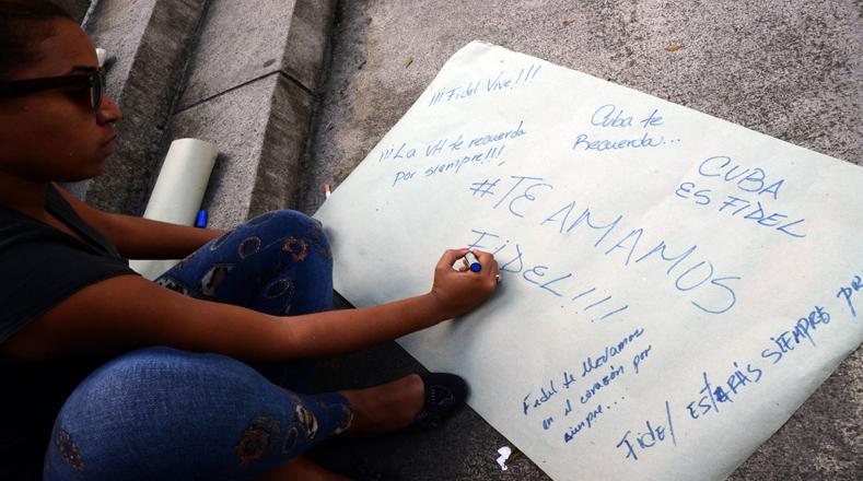 (161126) -- LA HABANA, noviembre 26, 2016 (Xinhua) -Los mensajes de un pueblo que admira a su líder se han regado por todas las calles en Cuba. Foto:Xinhua