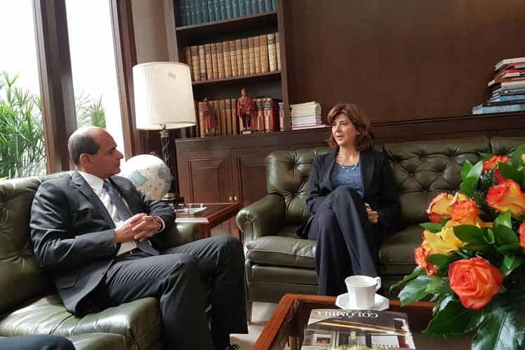 La canciller agradeció a Cuba el papel que ha desarrollado como garante y sede de los diálogos de paz entre el gobierno colombiano y las FARC-EP. (Foto: PL)