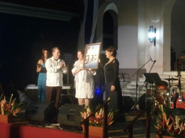 En la gala, Ivette Cepeda recibió la condición de Hija Ilustre de Sancti Spíritus. (Foto Lisandra Gómez)