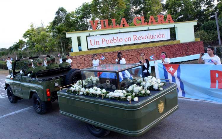 En Santa Clara, el séquito fúnebre detiene su marcha esta noche, para continuar viaje la mañana del jueves. (Foto: Vanguardia.cu)