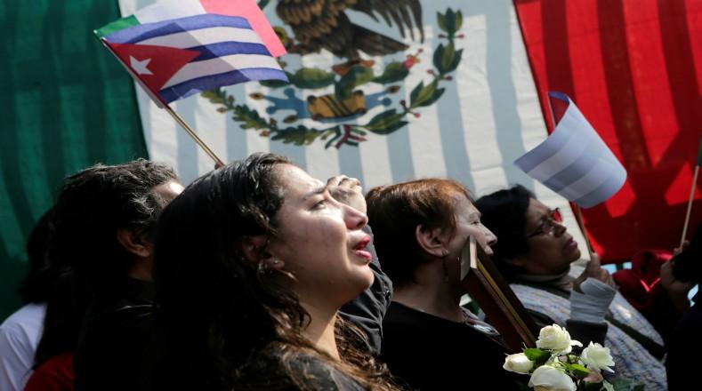 En la embajada de Cuba en México también se sintió el pesar por la partida física del líder cubano. Foto:Reuters