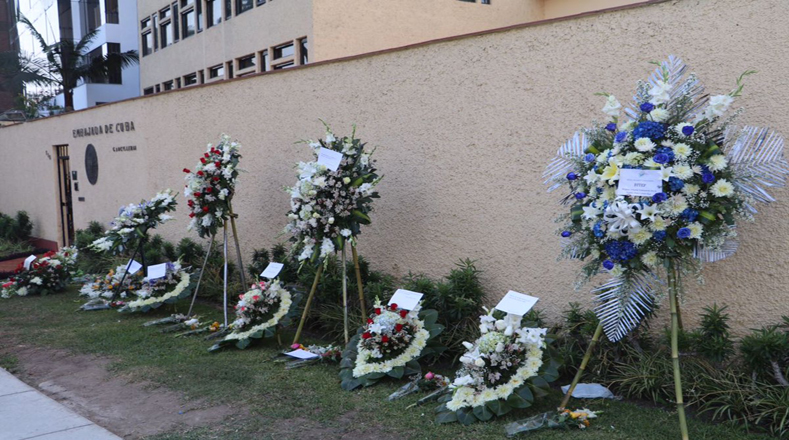 Flores para Fidel en la embajada de Cuba en Lima, Perú. Foto:@JaimeteleSUR